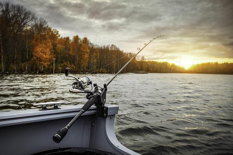 Łódki płaskodenne są idealne na wyprawy wędkarskie