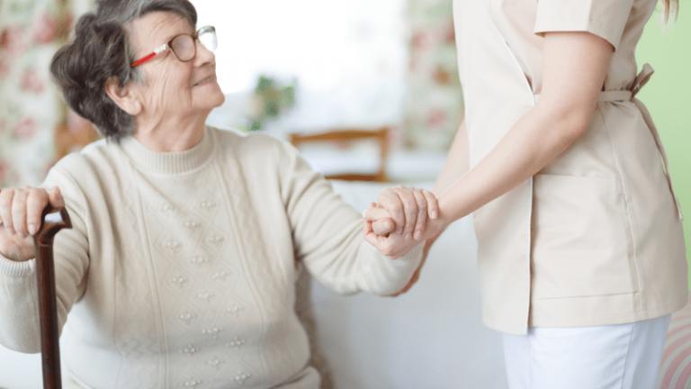 Pomoce sensoryczne pomagają aktywizować seniorów.